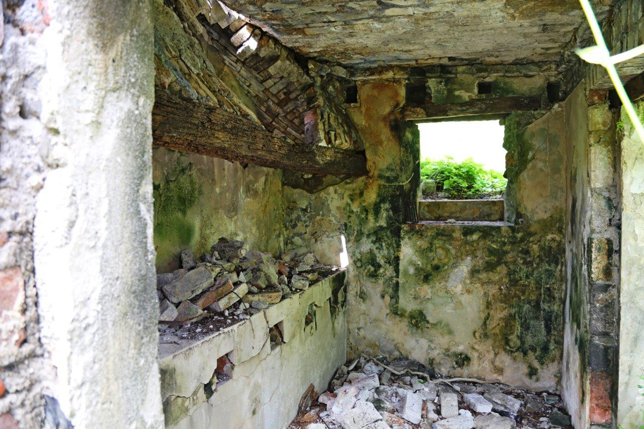 This crumbling coal-burning stove reminded us of the Hermann-Grima Historic House, where Kimberly used to work