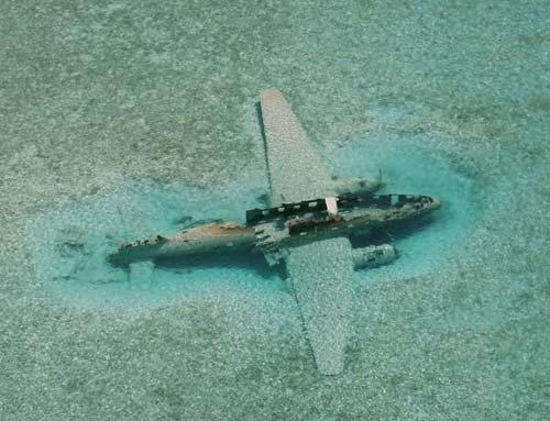 Plane wreck at Norman Cay