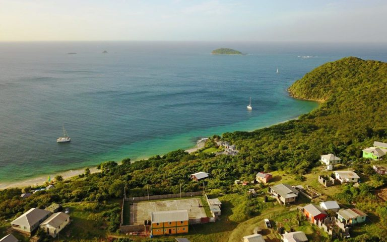 Trois Anse Bay, Mayreau (Photo credit: Erin on Catamaran Flip-Flops)