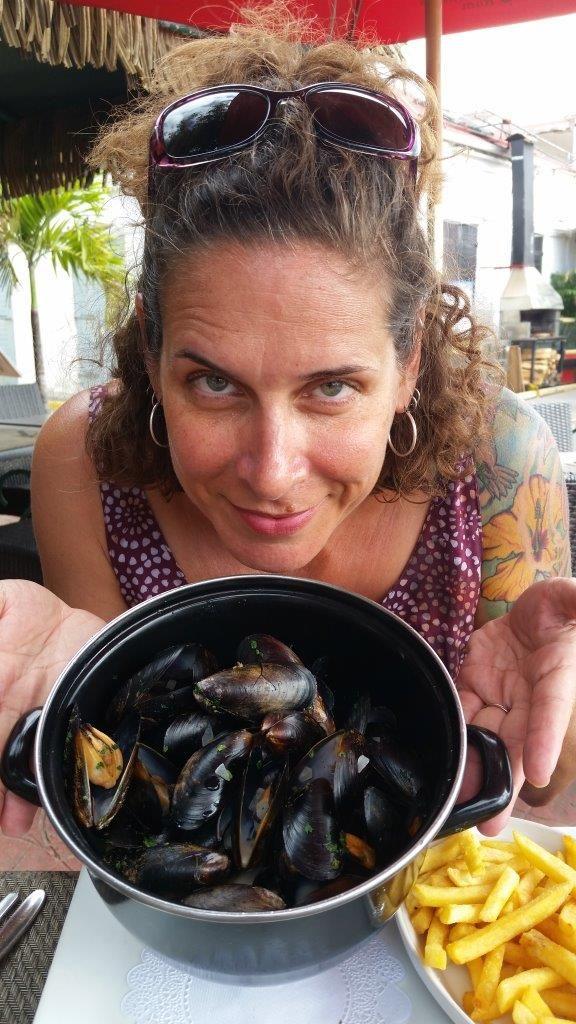 mmmmm...mussels in garlic-wine sauce